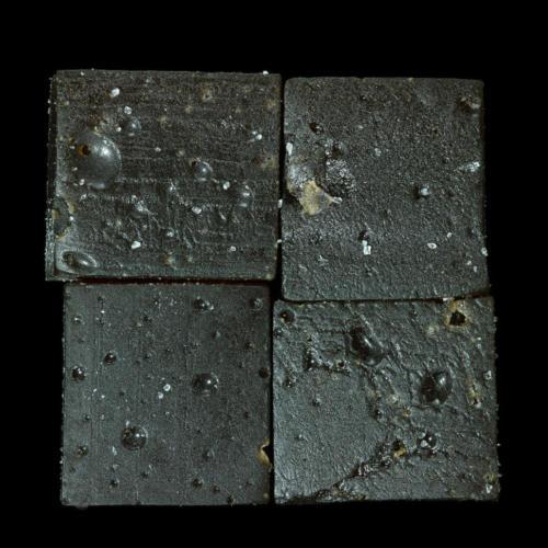 4 réglisses noirs