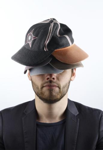 Avoir plusieurs casquettes (1)