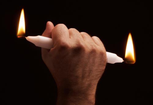 Brûler la chandelle par les deux bouts (1)