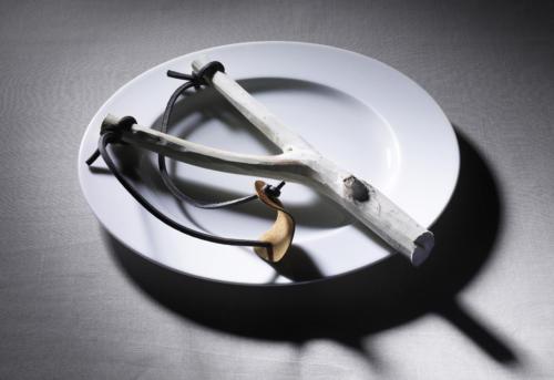 Manger avec un lance-pierre (1)